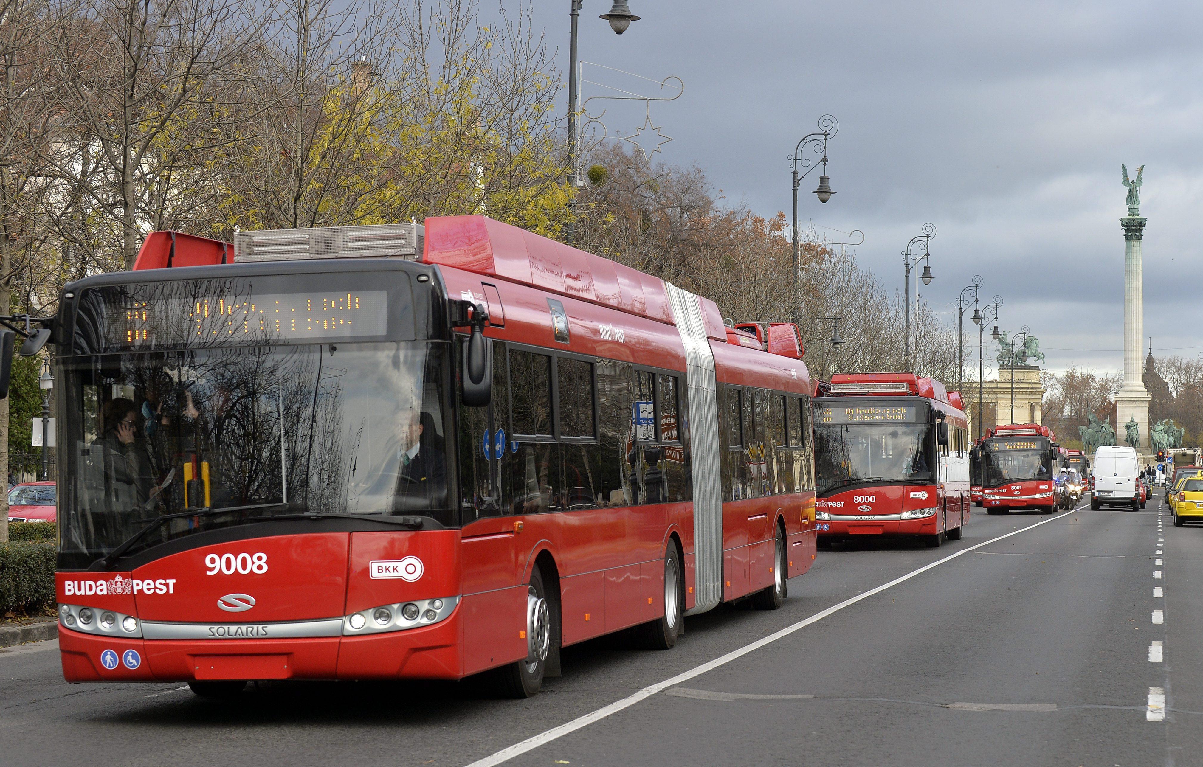 Aláírt a BKV: lengyel és magyar buszok érkezhetnek a hármas metró pótlására