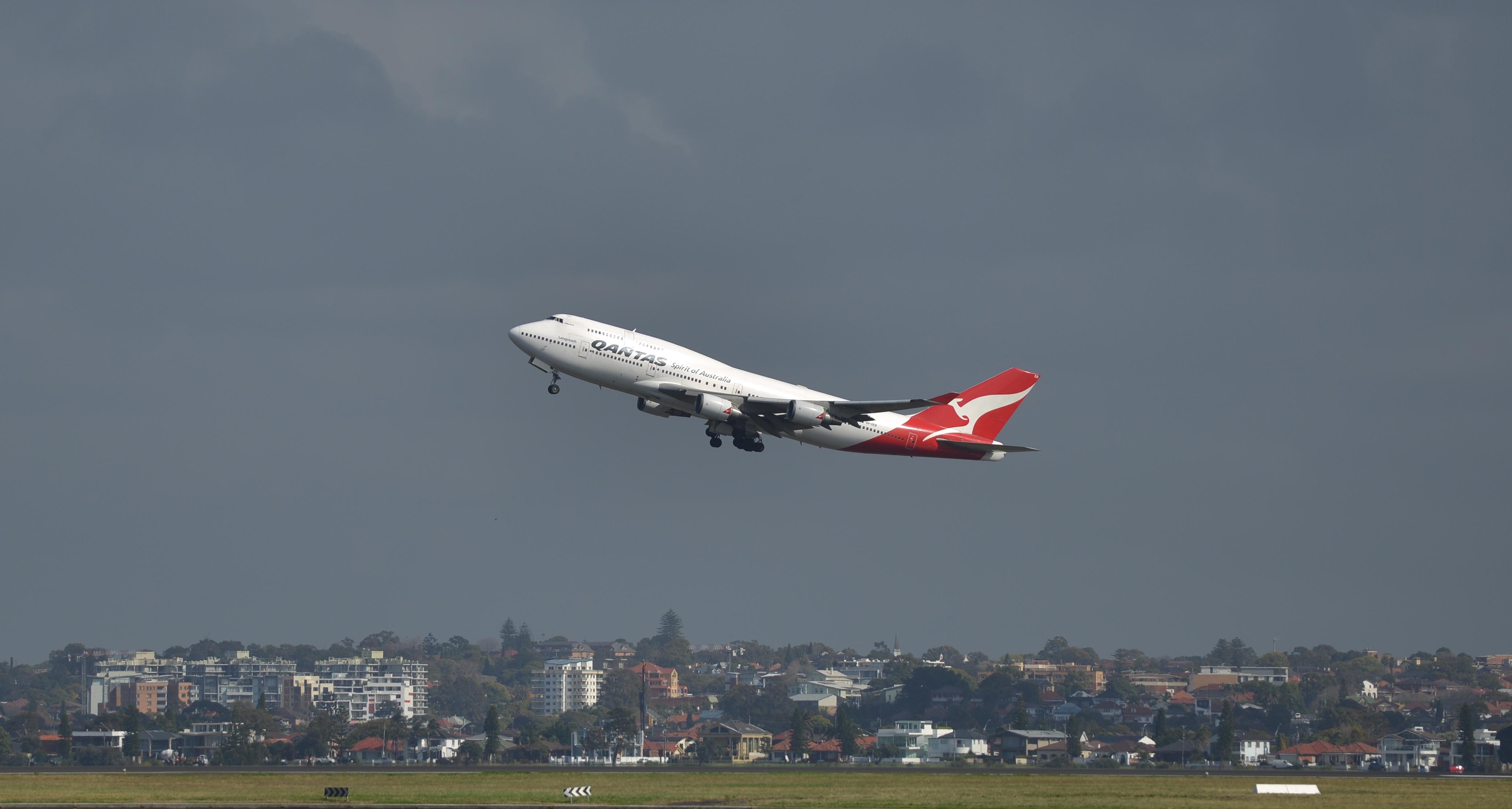 Félrenyomott az Ipaden, odacsapta a Boeinget a pilóta