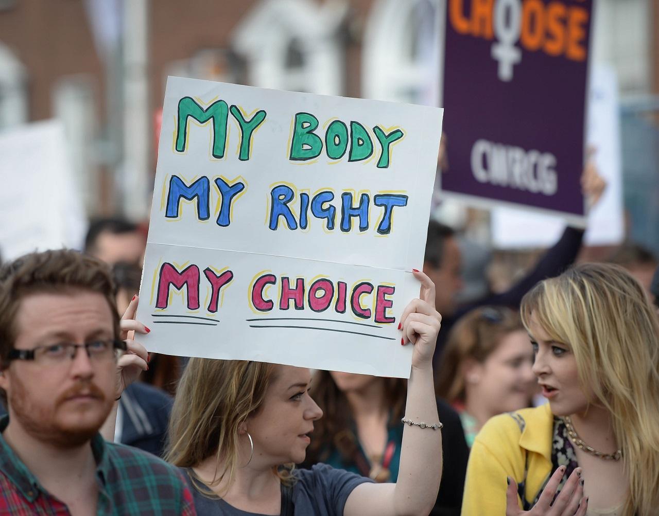 Nemzetközi tiltakozás indult Írország túl szigorú abortusztörvénye ellen