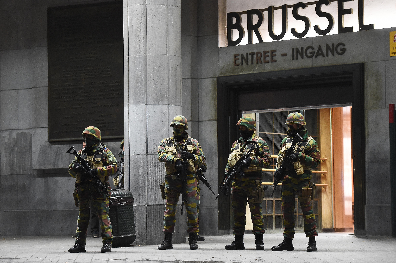 Tizenhat embert tartóztattak le az éjjel Brüsszelben