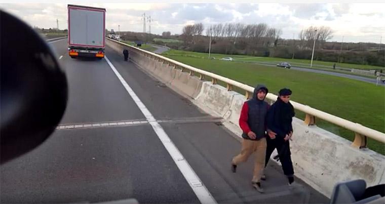 A menekülteket kamionnal megugrasztó magyar sofőr nem bánt meg semmit