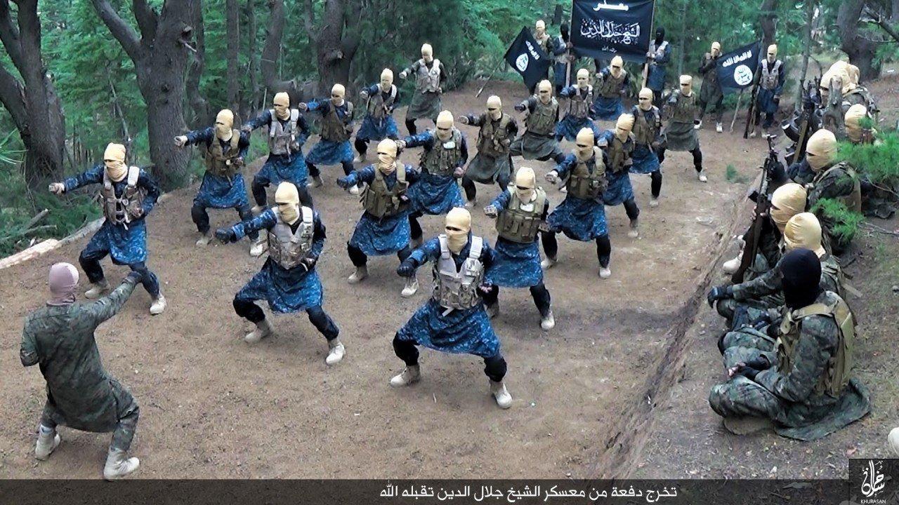Fizetéscsökkentés az ISIS-nél