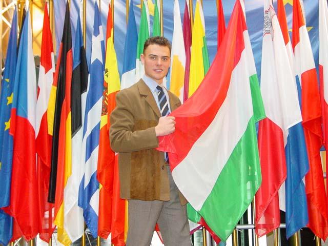 Az Európai Néppárt ifjúsági szervezetében a Fidelitas kizárását kezdeményezték