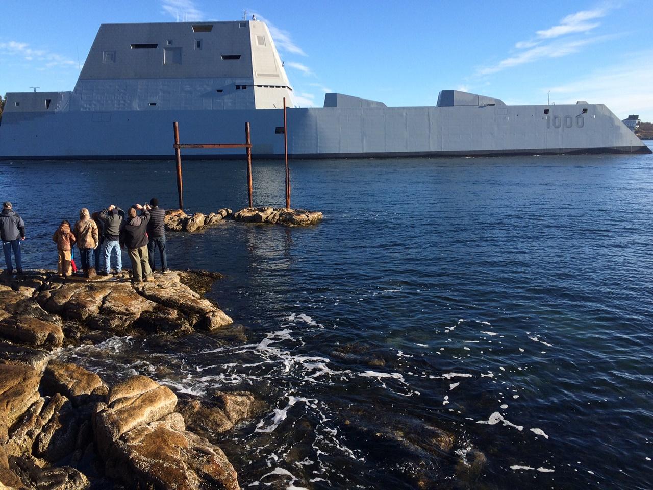 James Kirk kapitánnyal a fedélzeten vízre bocsátották minden idők legnagyobb és legfuturisztikusabb amerikai rombolóját