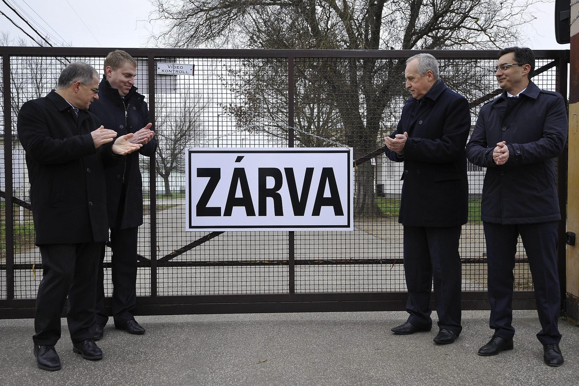 Varga: A kormány nem nyúl az üzletek nyitvatartásához