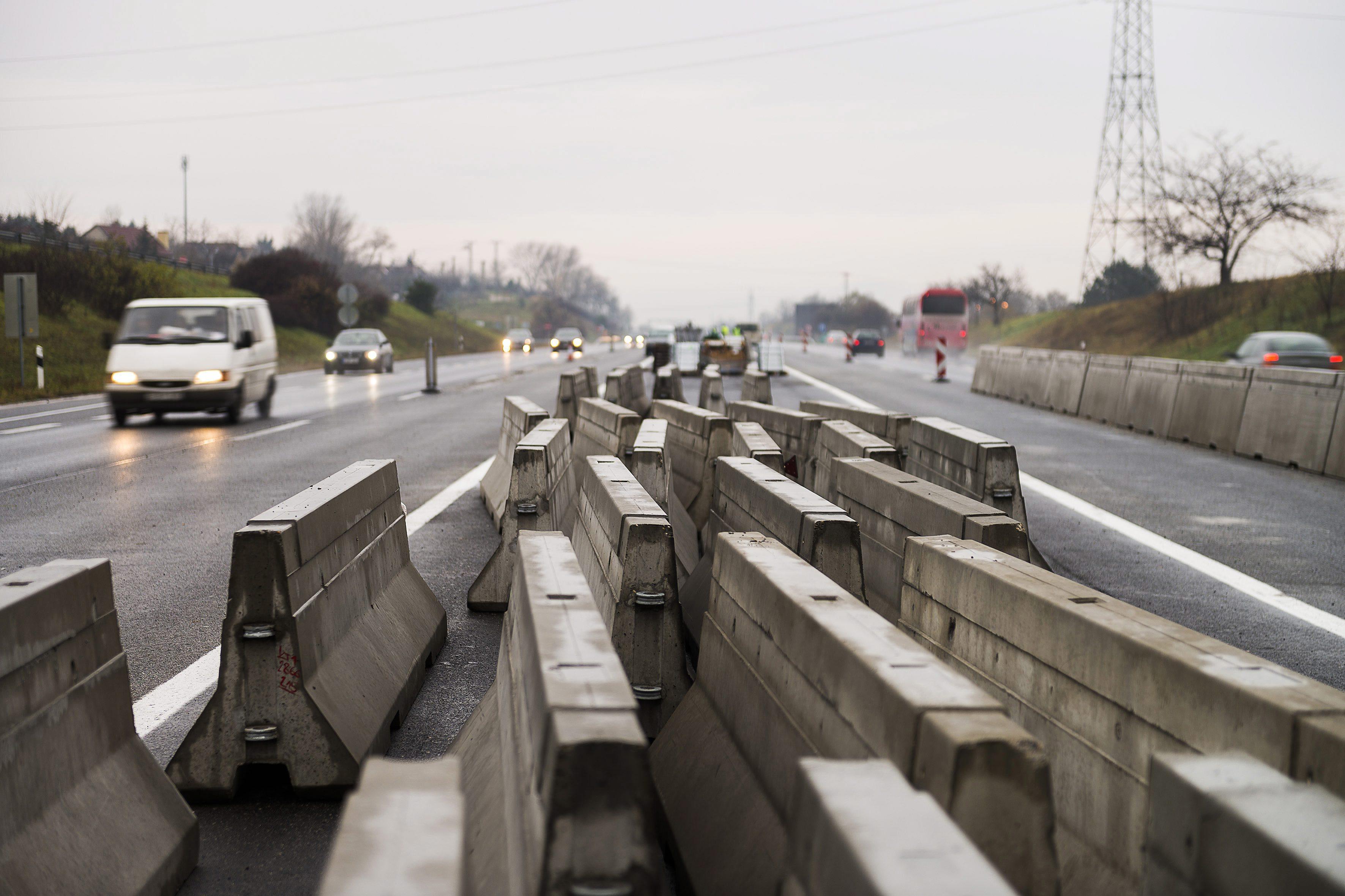 Baleset miatt 10 km-es dugó van az M3-ason Budapest felé