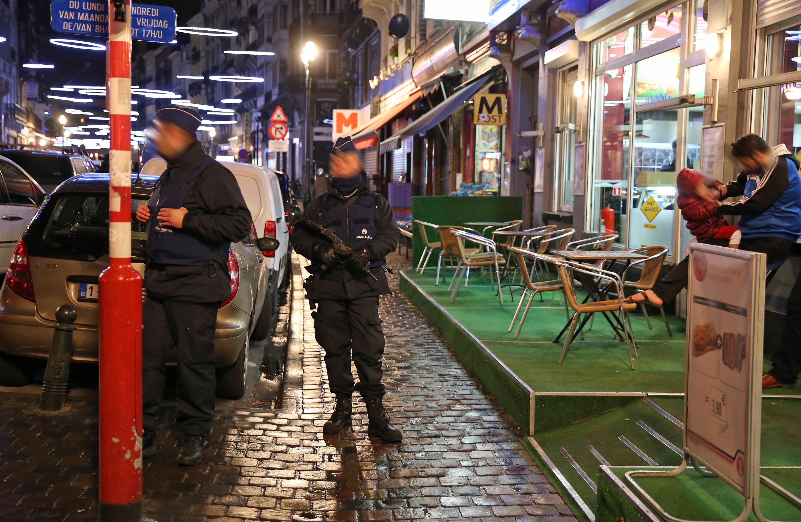 Párizsi merényletek: egy testvérpárt vettek őrizetbe Brüsszelben
