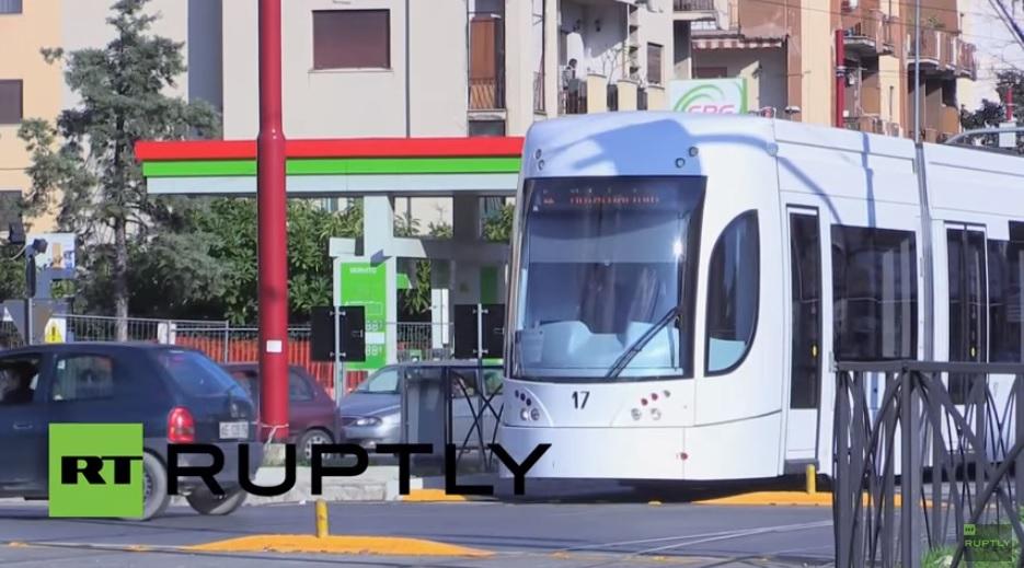 Palermóban menetrendszerűen jár egy villamos, amire senki nem szállhat fel