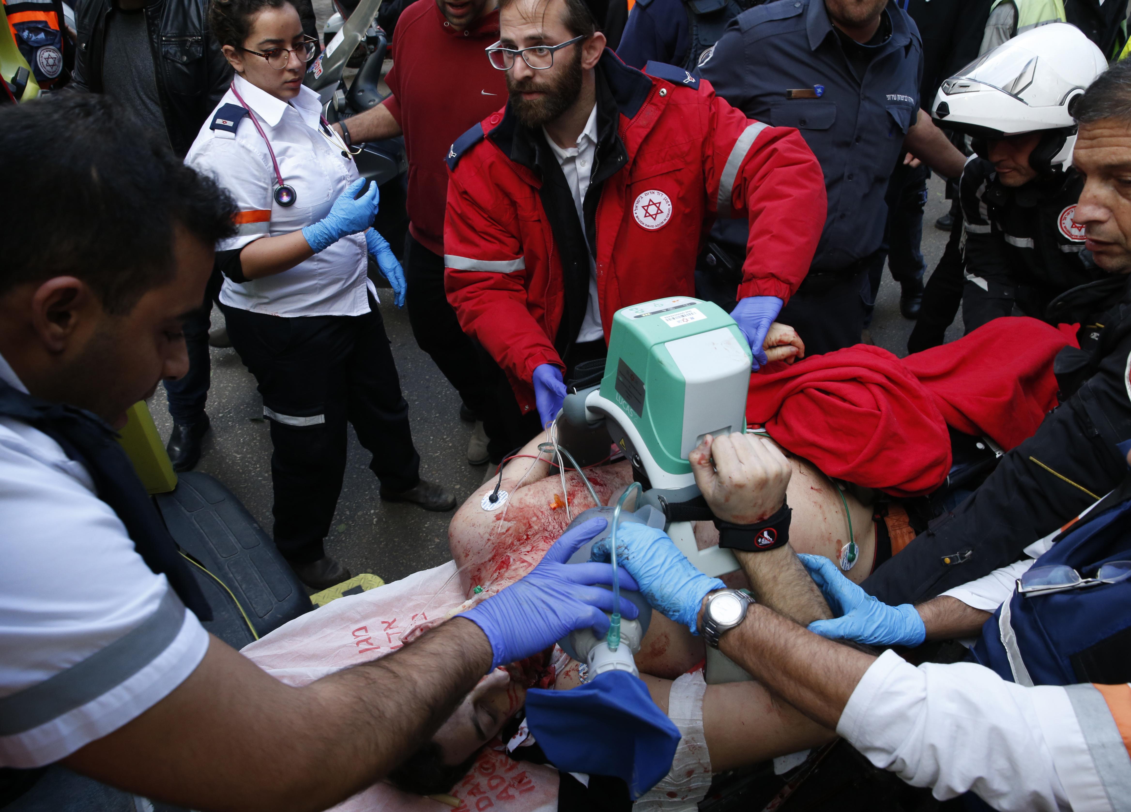 Két halottja és sok sebesültje van a tel-avivi merényletnek