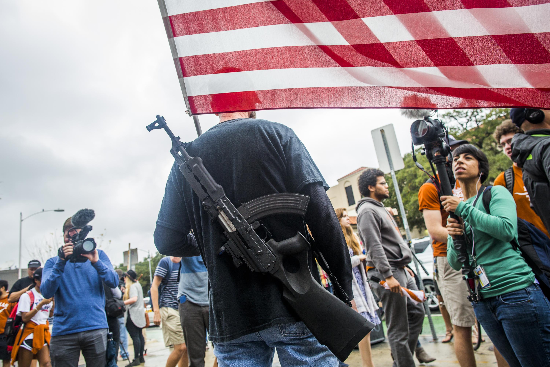 A clevelandi rendőrök azért könyörögnek a kormányzónak, hogy legalább a republikánus jelölőgyűlés idejére tiltsa be a nyílt fegyverviselést