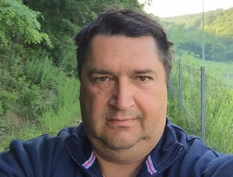 A fideszes Becsó Zsolt koronavírusosan, tünetekkel ment be szavazni a Parlamentbe