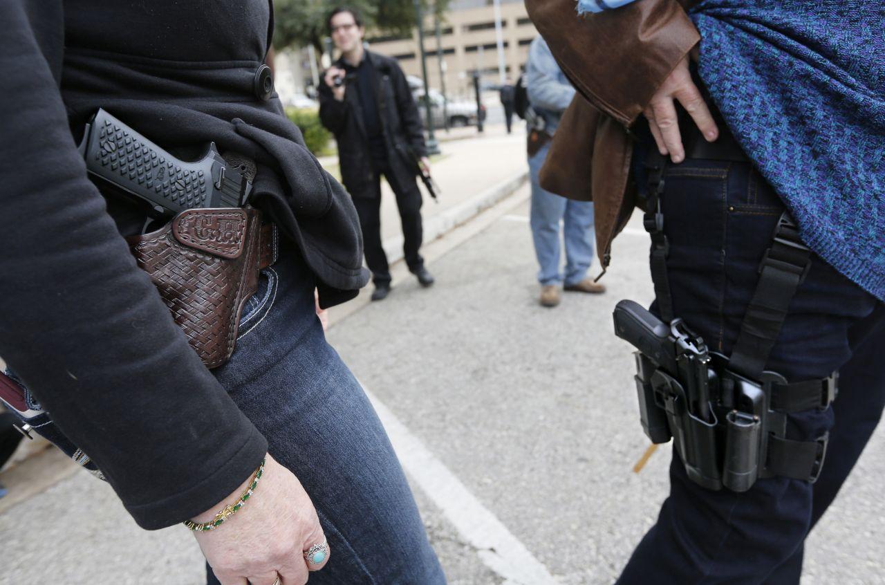 Mennyivel teljesítenének jobban a diákok, ha a tanárok pisztollyal az oldalukon tanítanának?