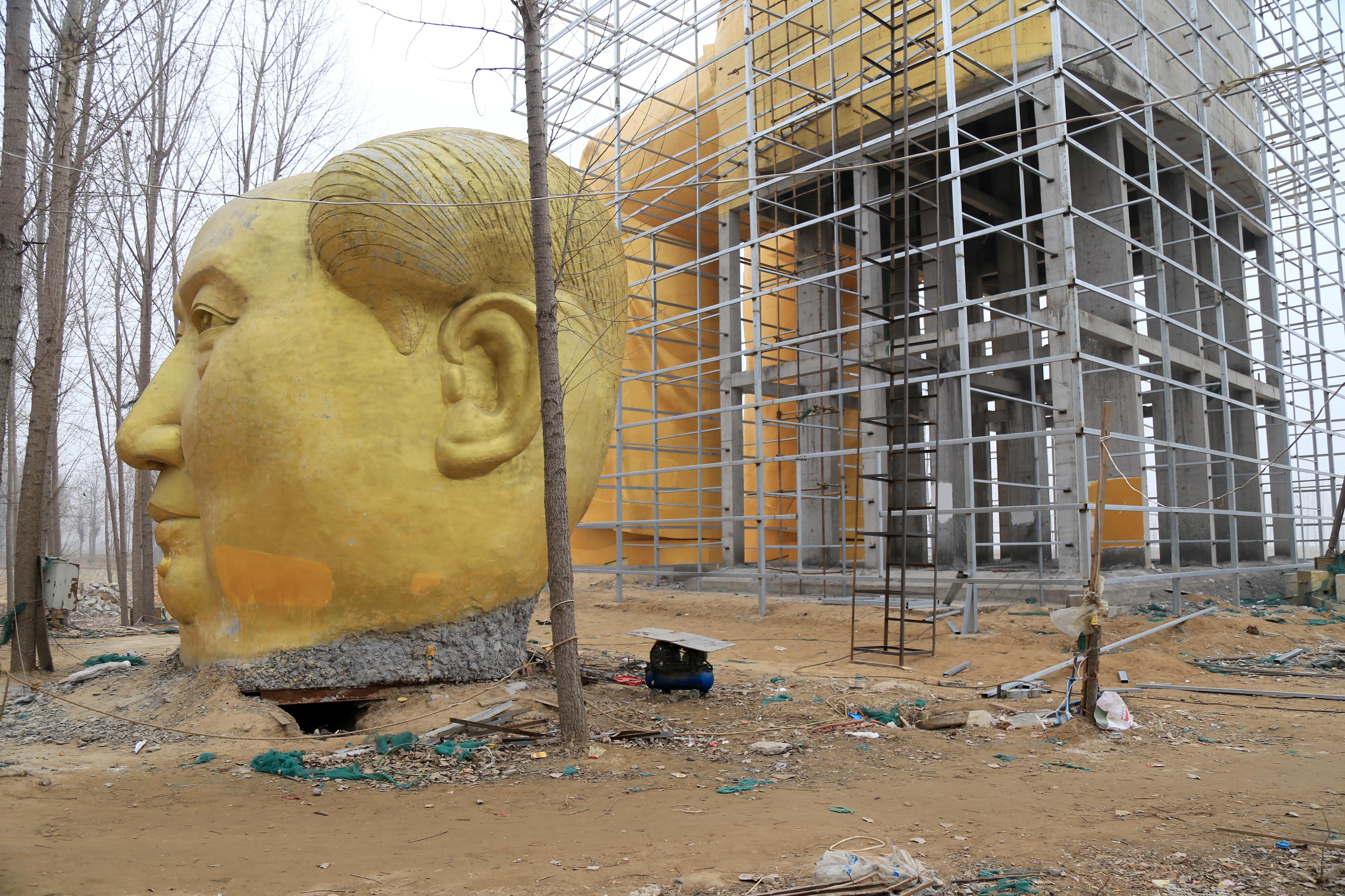 Kínában annyira nincs hely a temetőkben, hogy jön a függőleges temetés