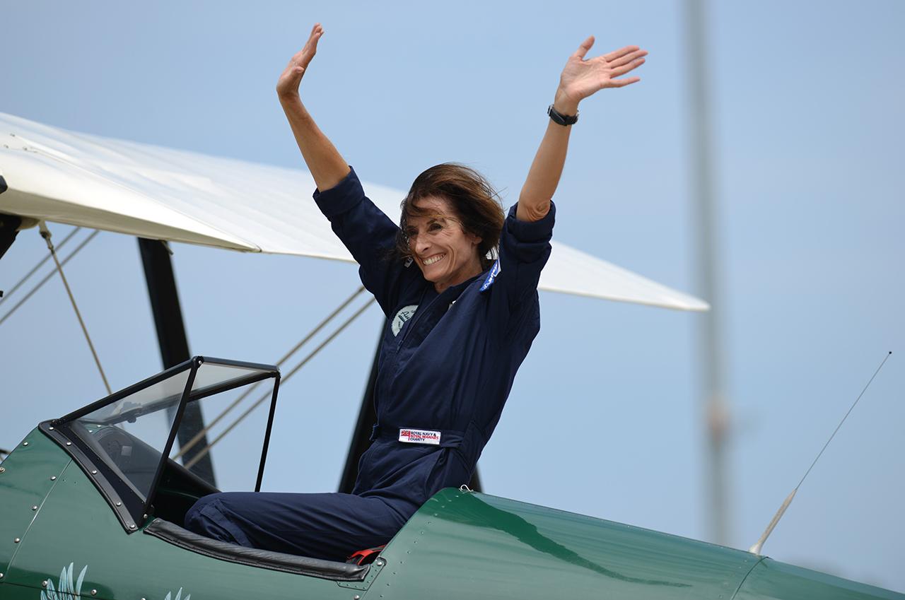 Három hónap alatt repült el egy nő Angliából Ausztráliába egy ócskavassal
