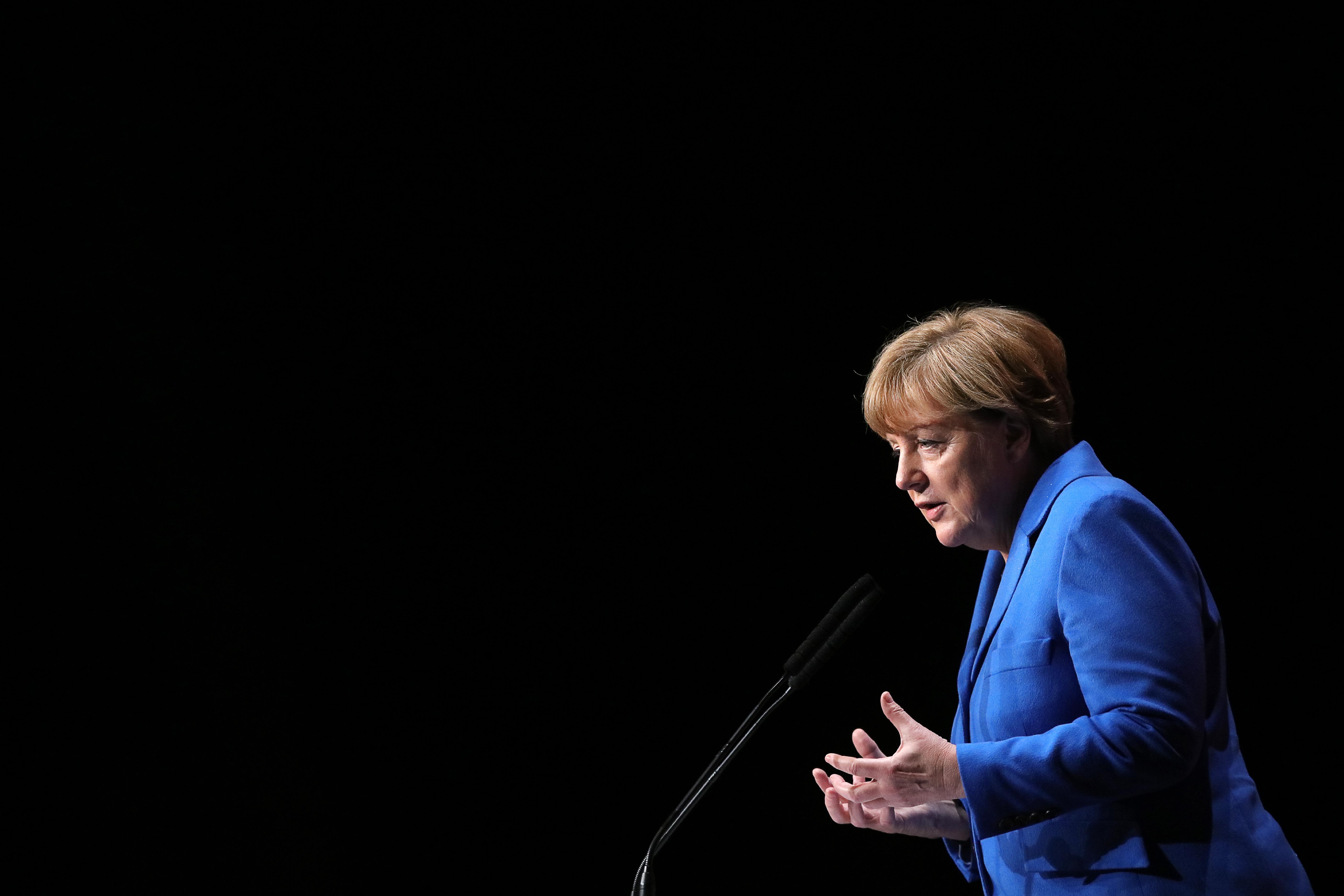 Angela Merkel ragaszkodik a menekültek szétosztásához