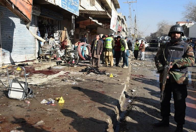 Oltásellenes terroristák robbantottak egy oltóközpontnál Pakisztánban, tizenöten meghaltak