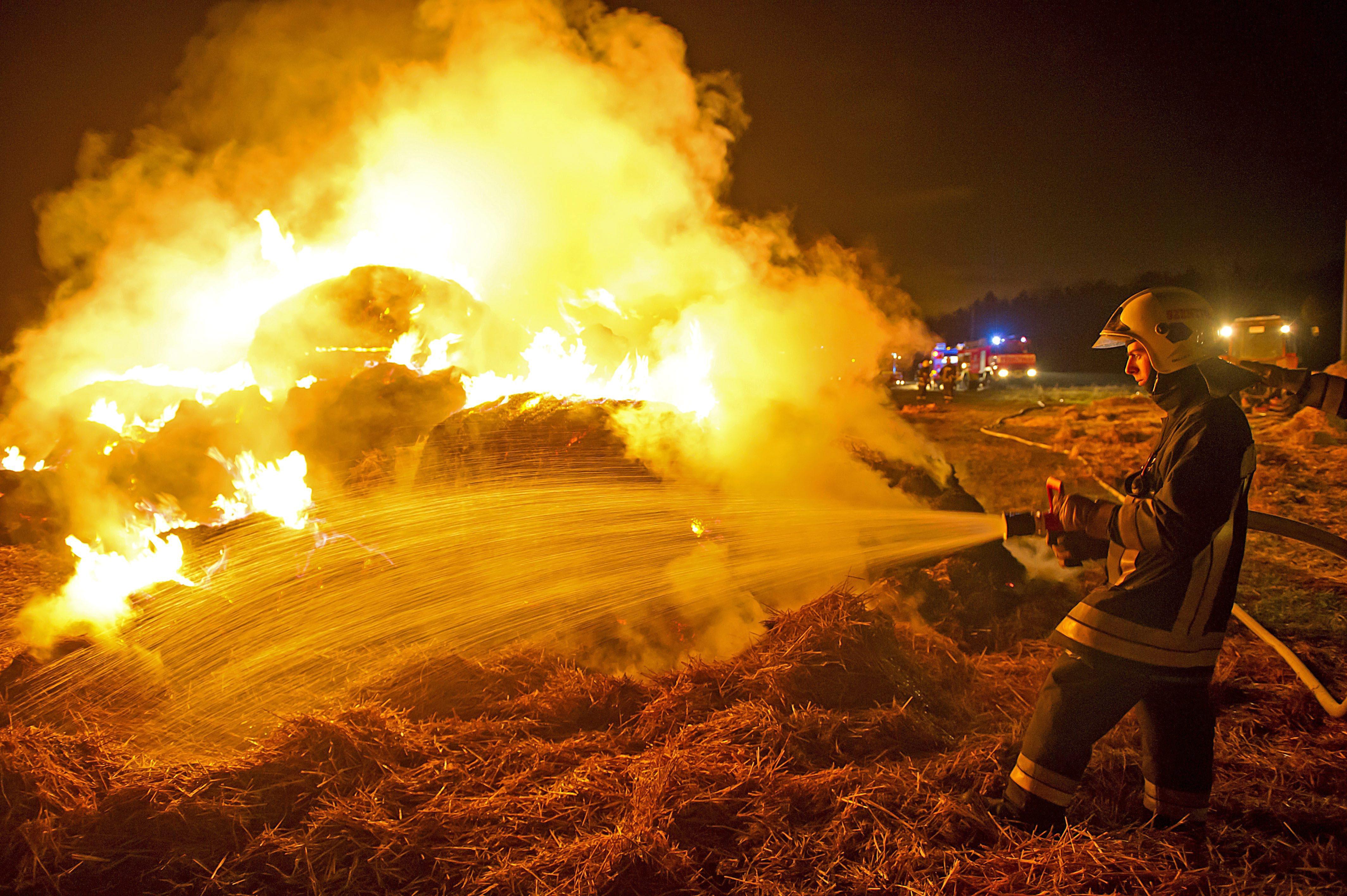 Több száz hektáron ég a tűz Hortobágyi Nemzeti Parkban