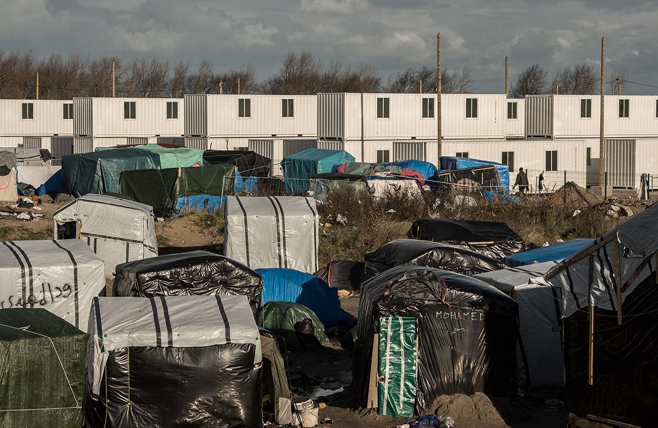Azzal vádolják a calais-i menekülttábor önkénteseit, hogy szexet követeltek a migránsoktól ételért és ellátásért cserébe