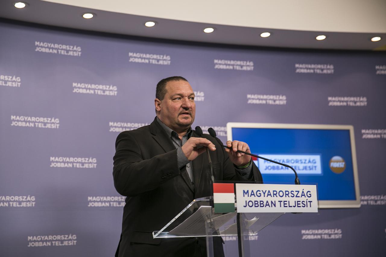 Németh Szilárd büntetőeljárással fenyegeti a miniszterelnököt kifütyülőket