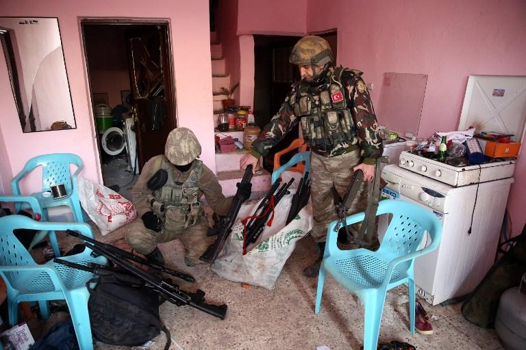 A szír pokol újabb bugyra: a török hadsereg beavatkozik?