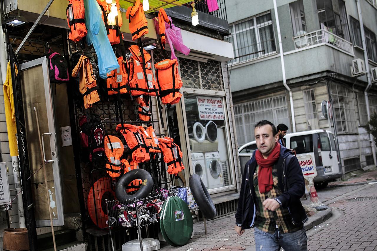 Novembertől vagy a menekültek vagy a törökök jönnek korlátok nélkül