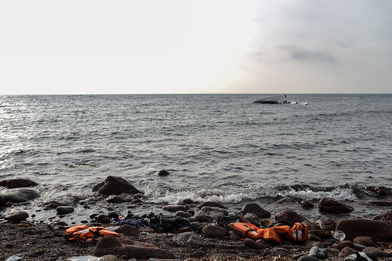 Elsüllyedt egy menekültekkel teli hajó az Égei-tengeren, legalább tucatnyian meghaltak