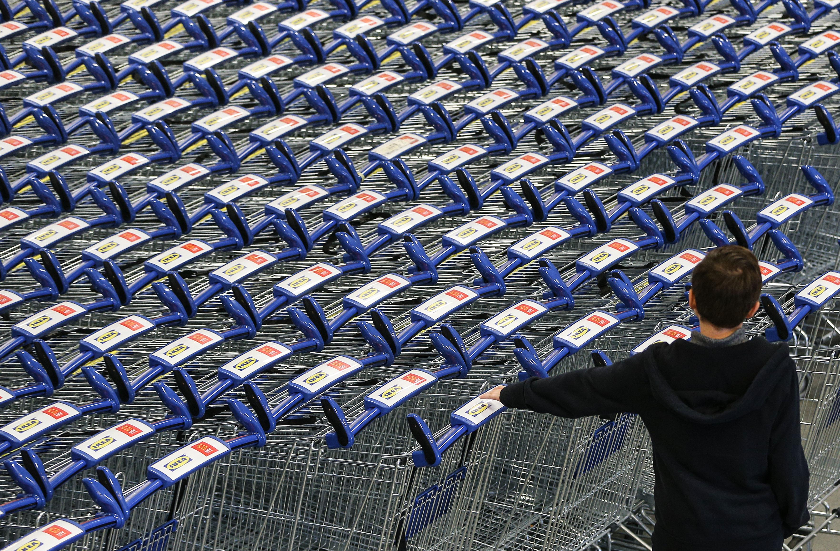 Munkaerőhiány → akár tíz százalékos áremelkedés is jöhet a boltokban