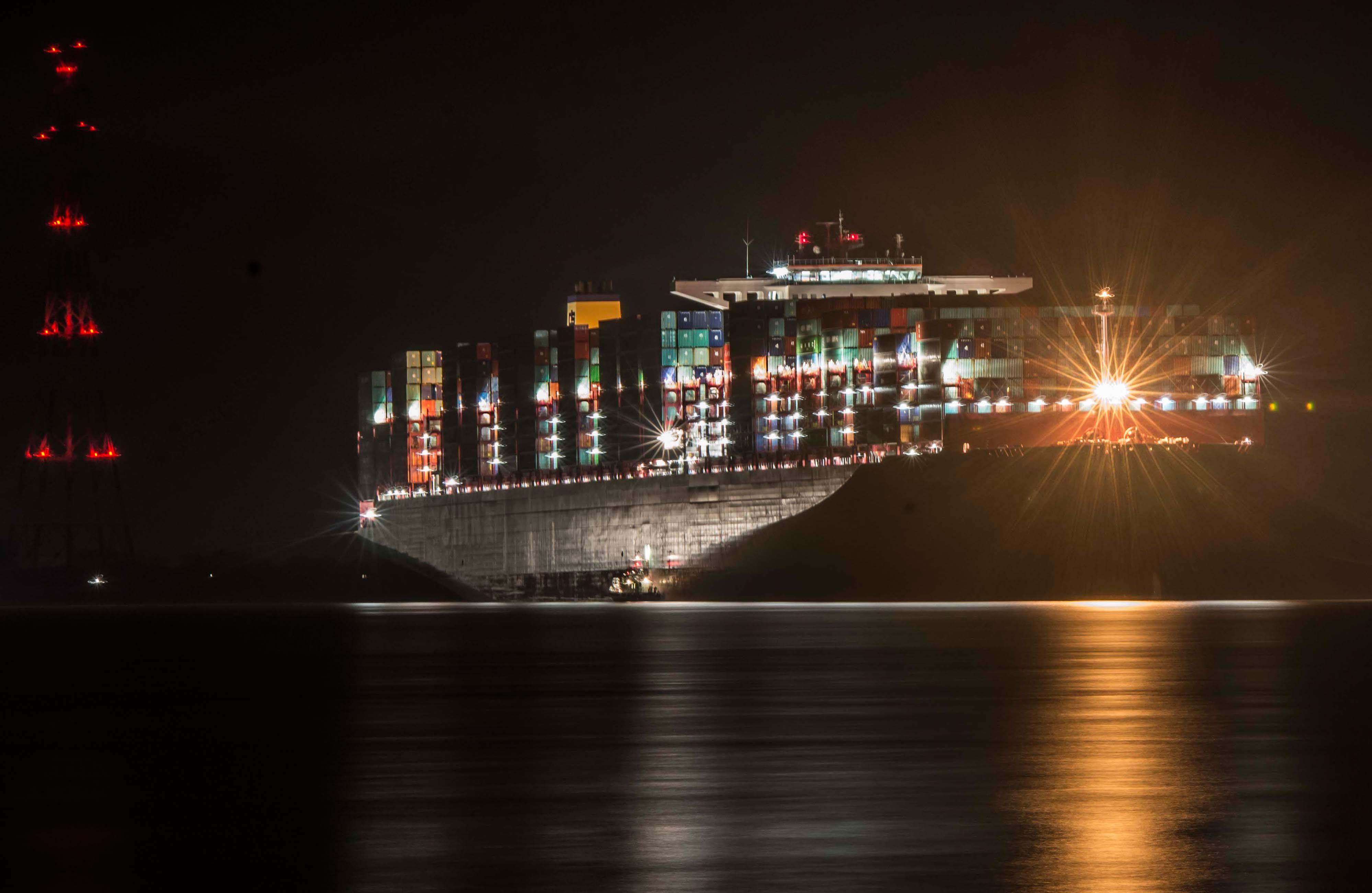 Zátonyra futott egy bazinagy hajó Hamburg mellett