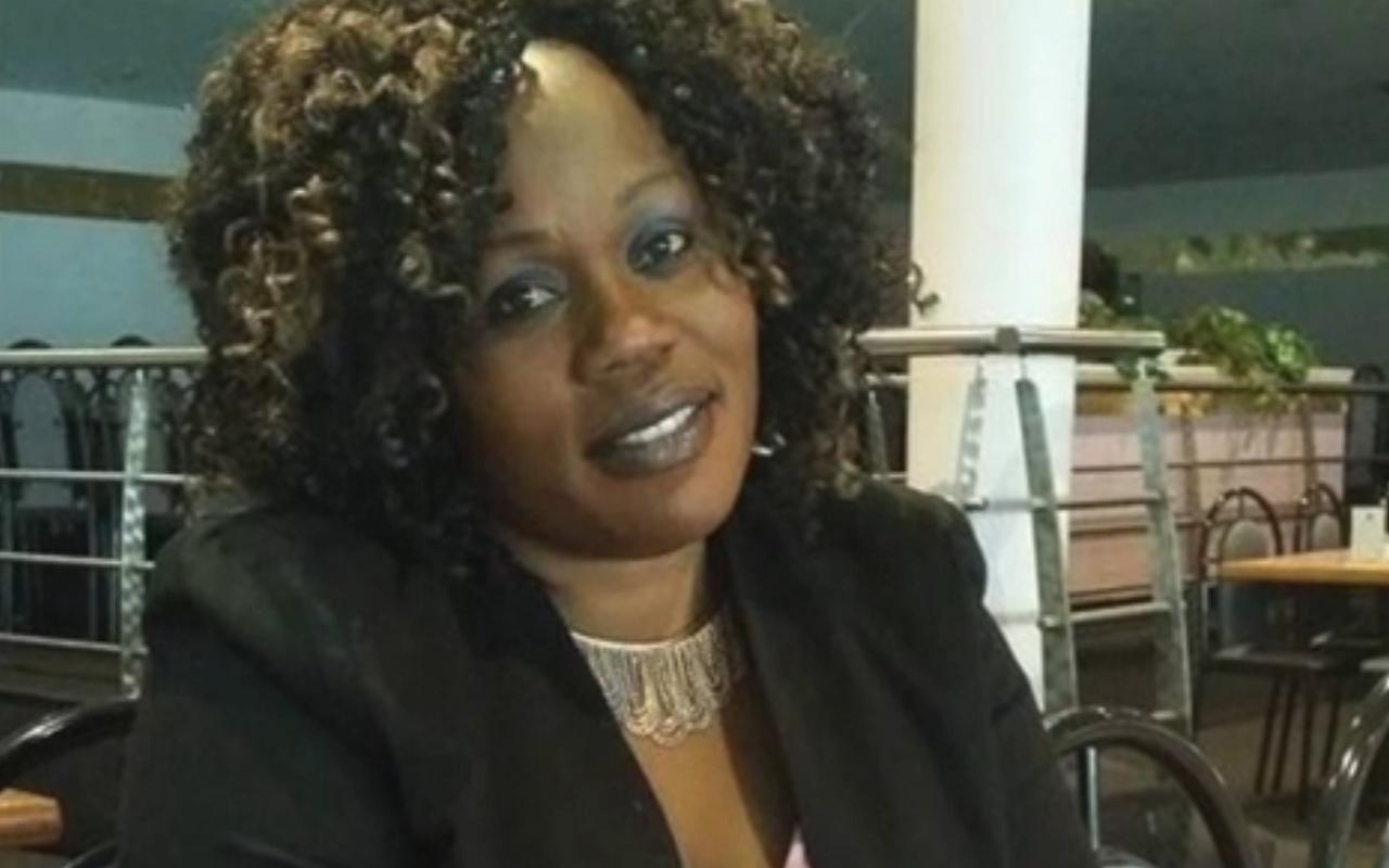 A saját gyászszertartásán rémisztgetett a nő, akit a férje meg akart öletni, de túlélte