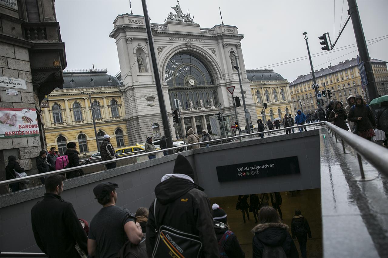 Spanyolok vertek meg egy jegyellenőrt a Keleti pályaudvarnál