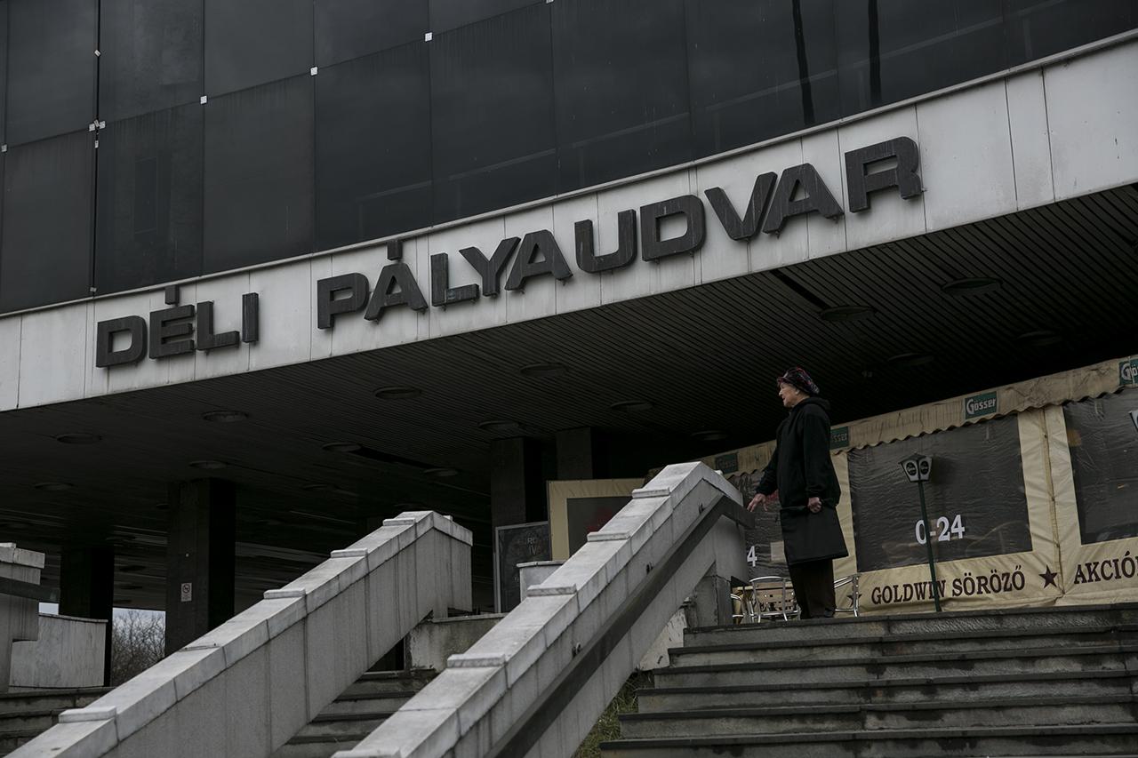 A kormány minden tiltakozás ellenére beszántja a Déli pályaudvart