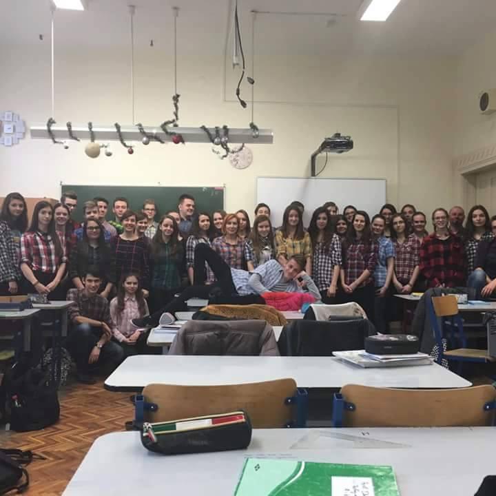 Kockás ingbe borulnak az ország gimnáziumai