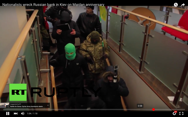 Balhé van Kijevben - orosz bankokat rongáltak és egy hotelt is elfoglaltak ukrán nacionalisták