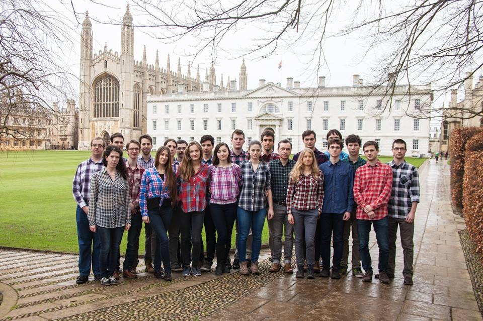 Cambridge-ben is felvették a kockás inget