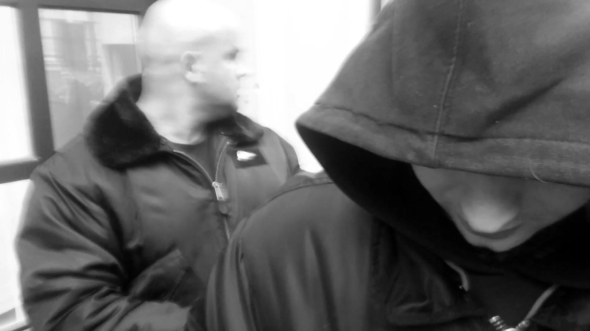 Gengszterrap készült a Választási Irodát meglátogató kopaszokkal