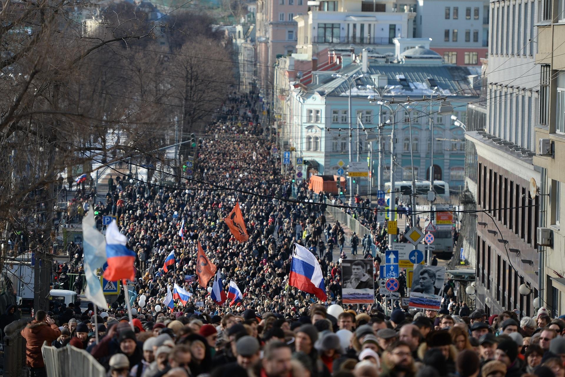 Több ezren meneteltek Moszkvában Borisz Nyemcovra emlékezve