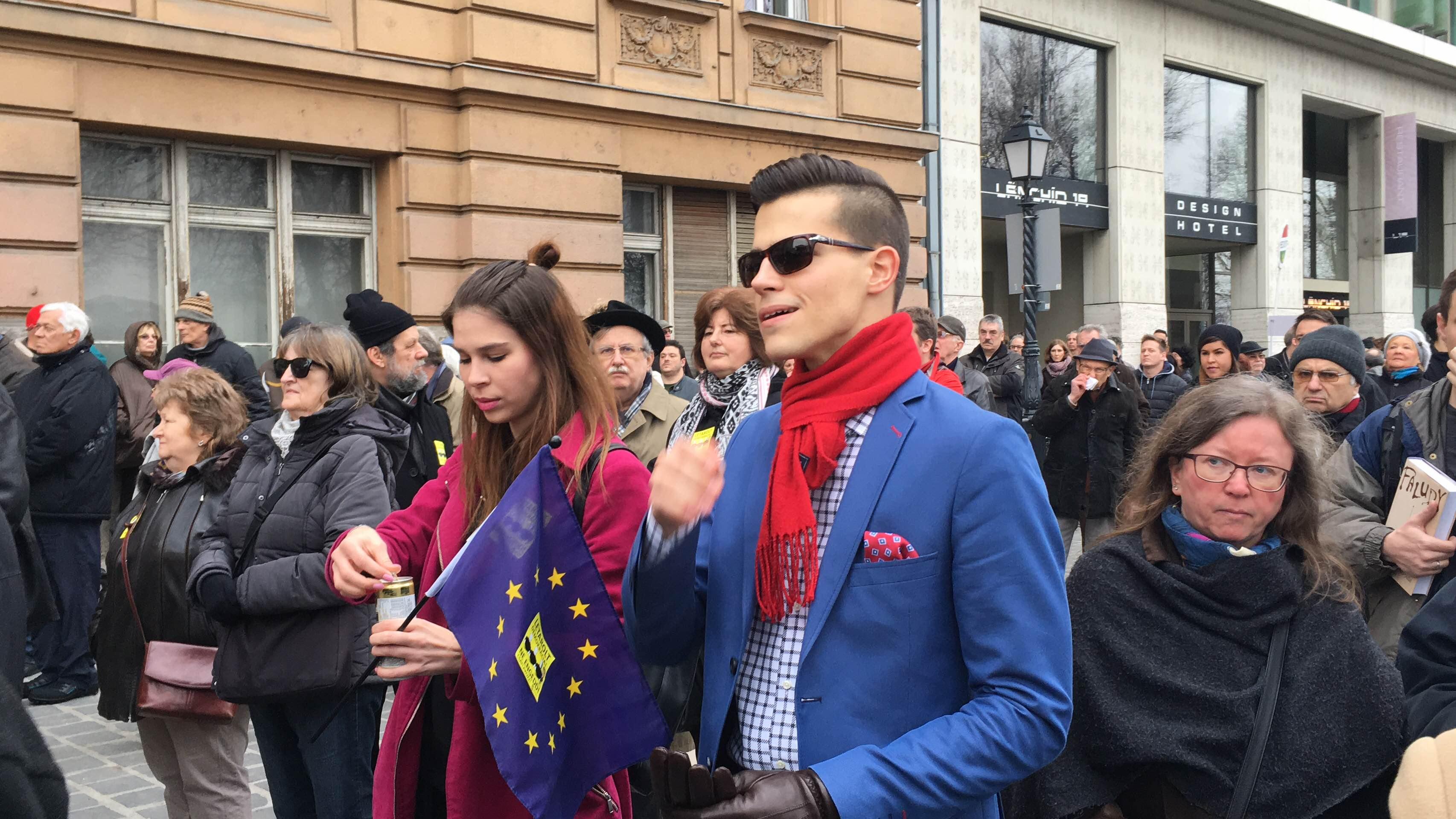 1500 ellentüntető szállt szembe Orbánékkal