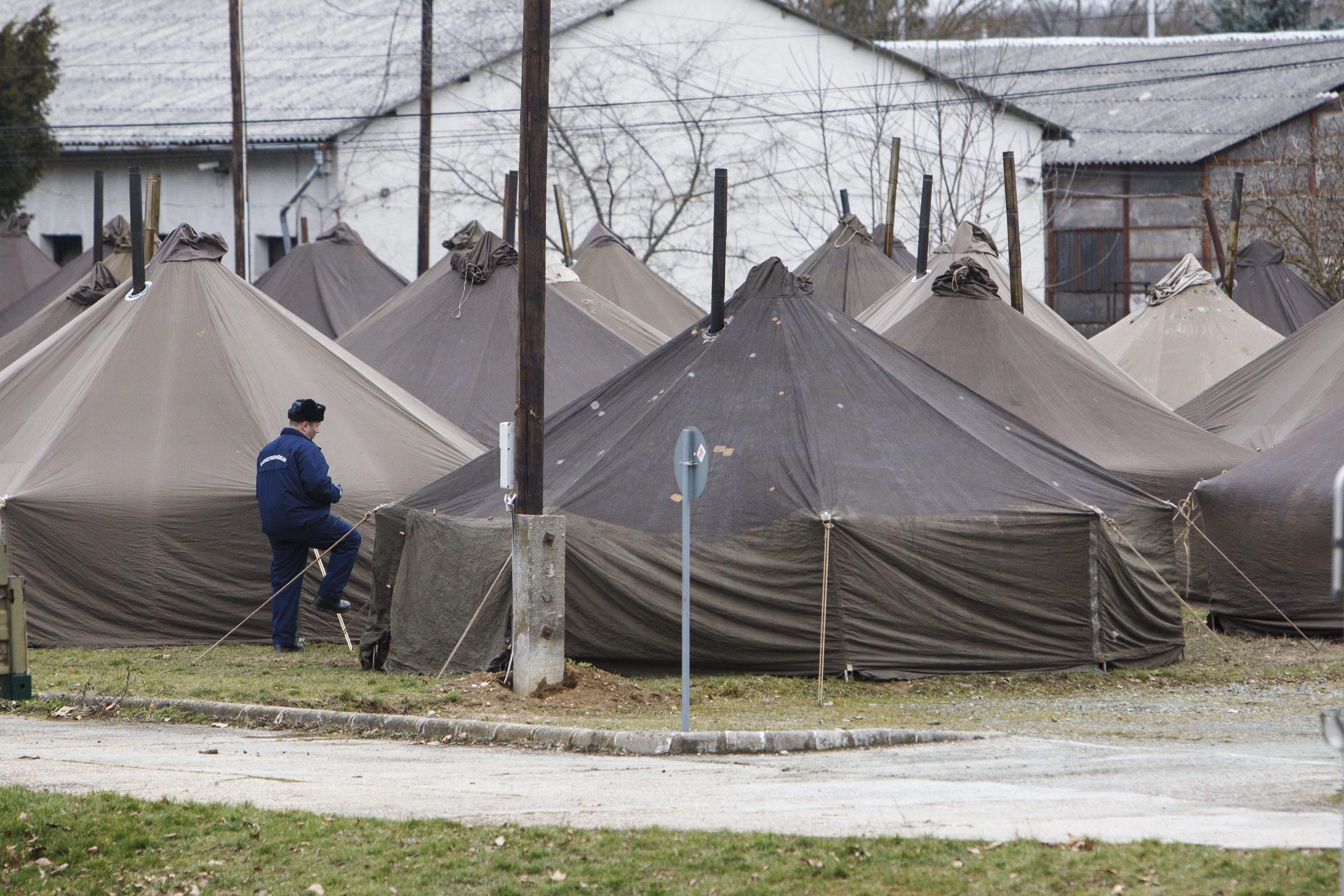 A körmendi sátortáborba szállítják megfagyni a menekülteket