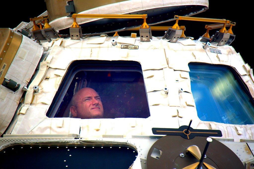 Scott Kelly és Mihail Kornyijenko visszatért a Földre