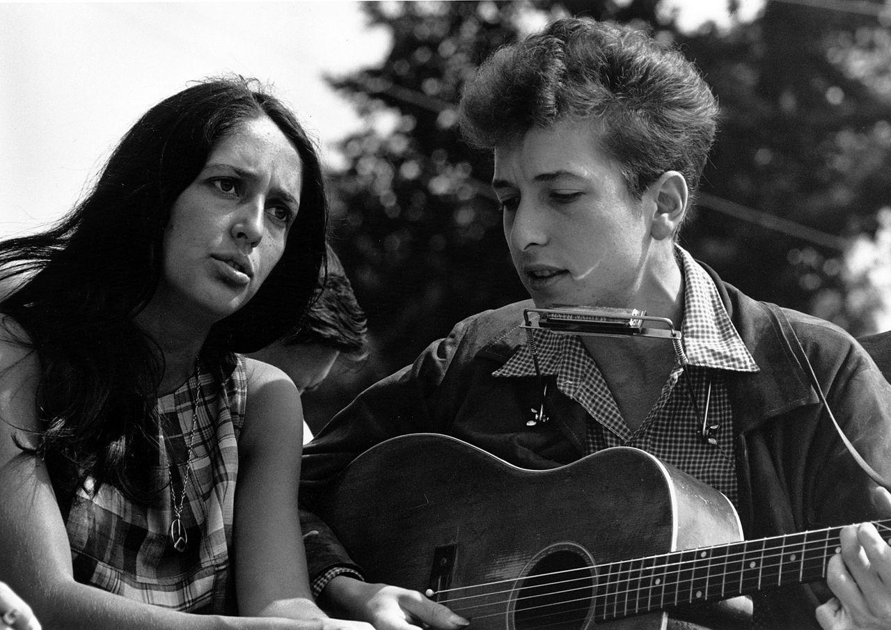 Bob Dylan dollármilliókért adta el dalszöveg-, vers- és fotógyűjteményét