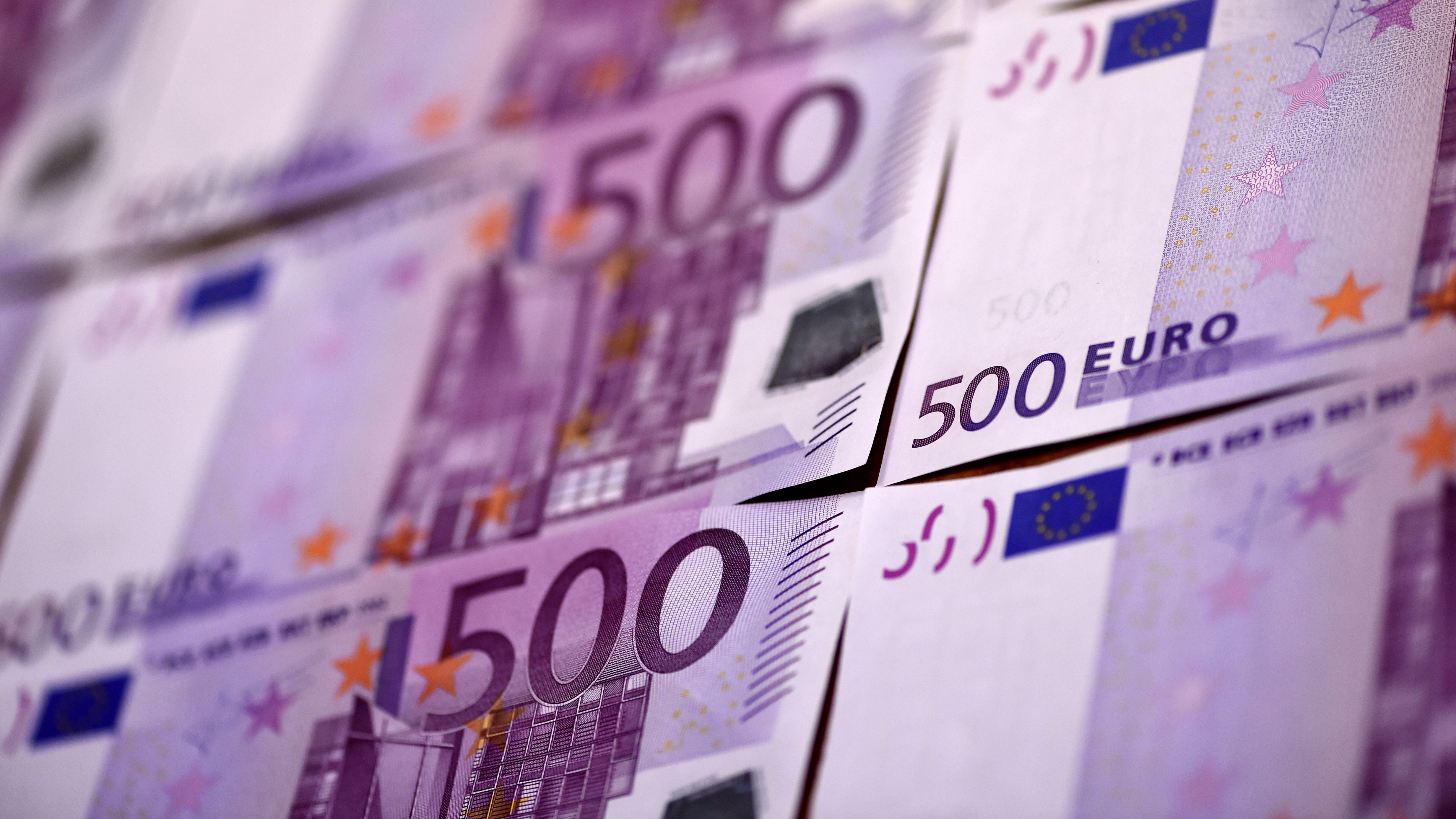 Két éve volt utoljára ilyen erős az euró
