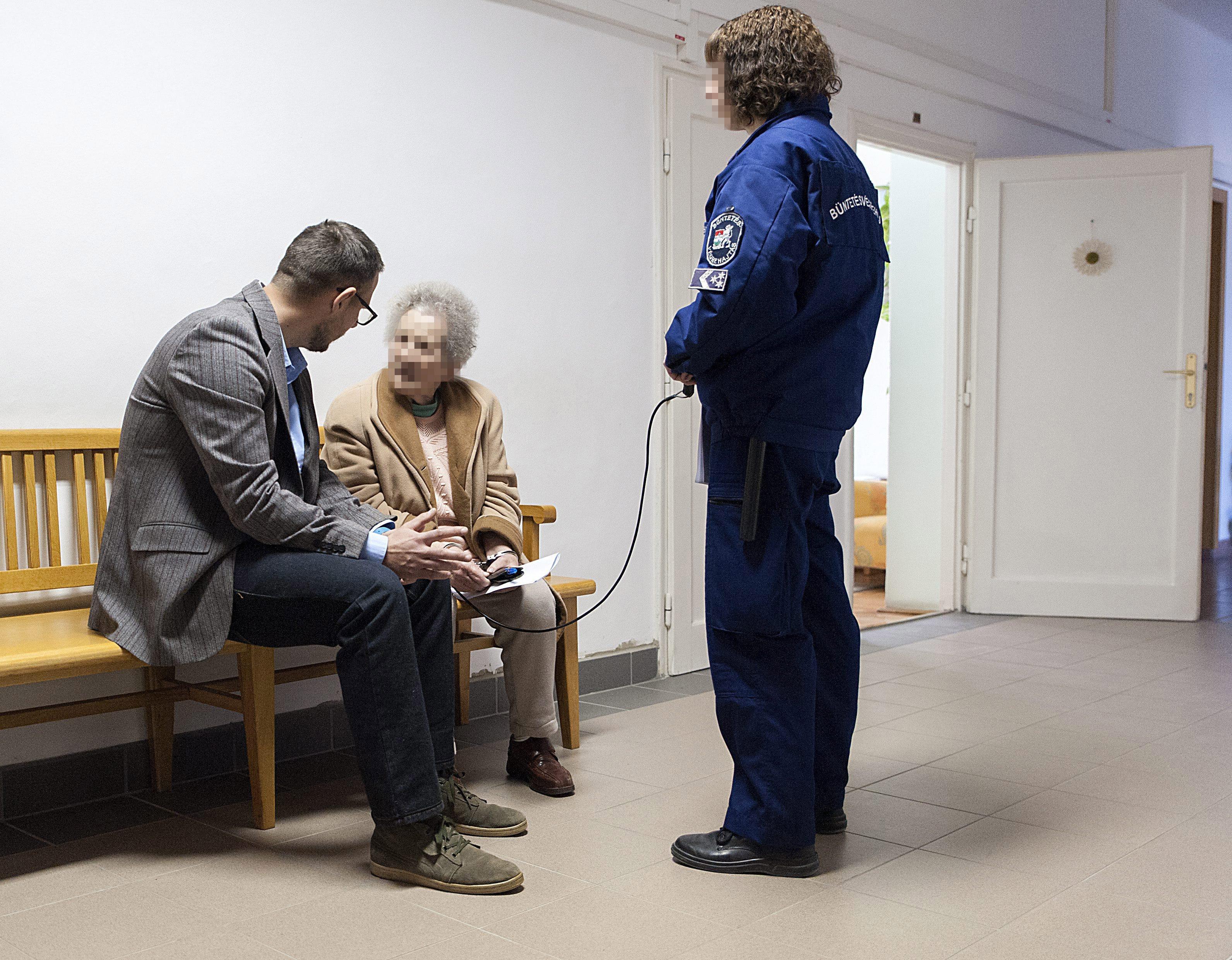 Most egy bánhidai házőrző csípte fülön a 91 éves Repülős Gizit