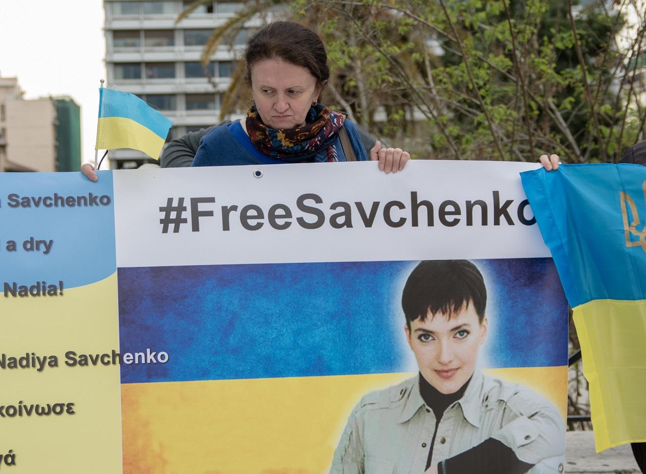 Az ukrán elnök levelének hatására újból hajlandó inni az Oroszországban bíróság elé állított ukrán pilóta, csakhogy a levél hamisítvány volt