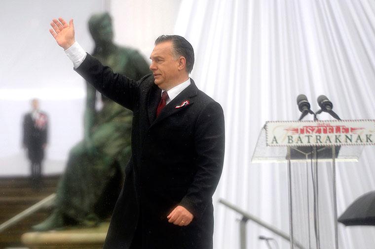 Kozmopolita, keresztényellenes nemzetközi összeesküvést leplezett le Orbán Viktor