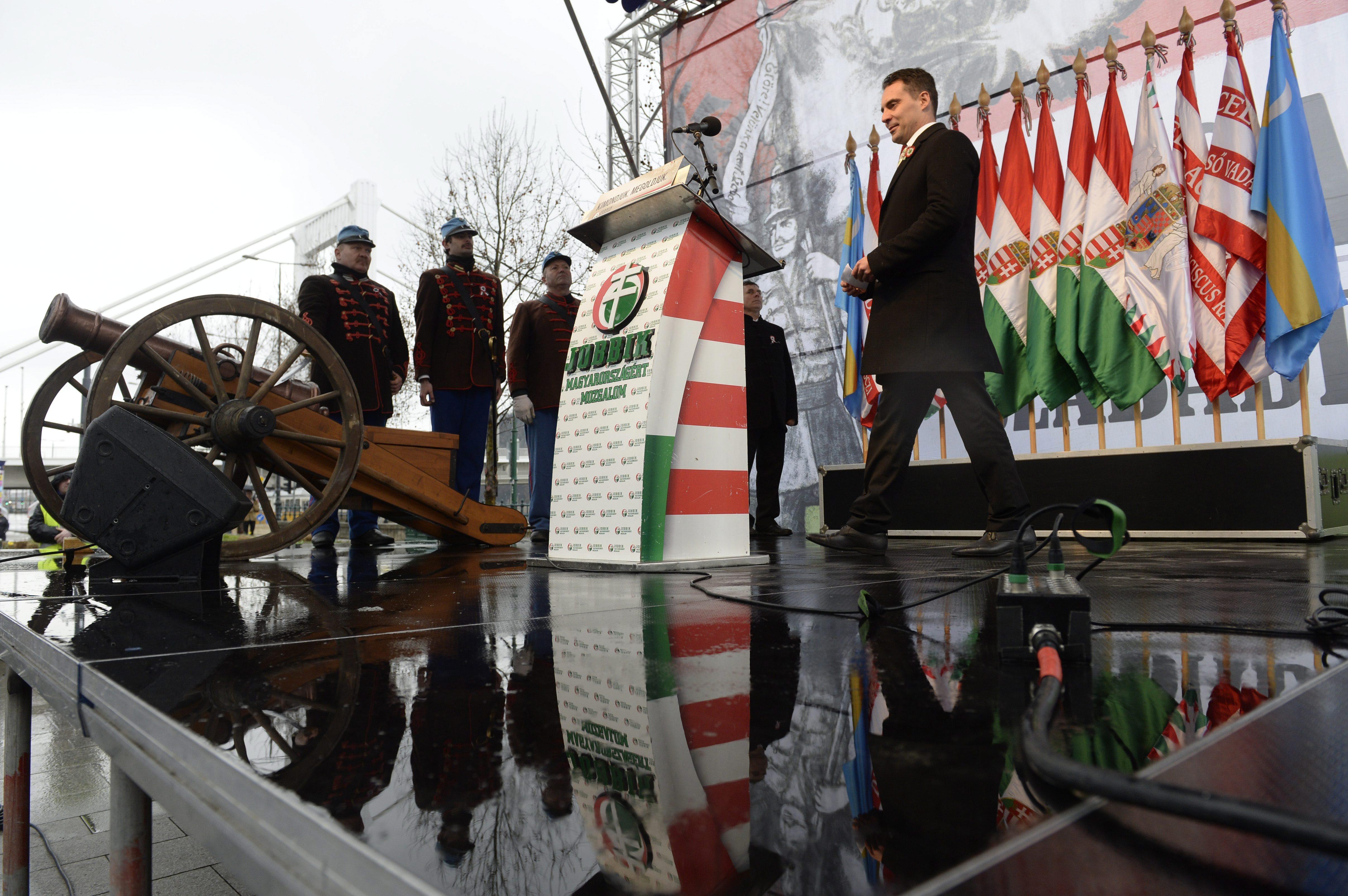 A Jobbik is segít az MSZP-nek a népszavazási aláírásgyűjtésben