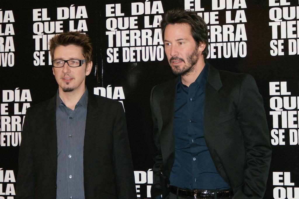 Keanu Reeves beleállt a földbe