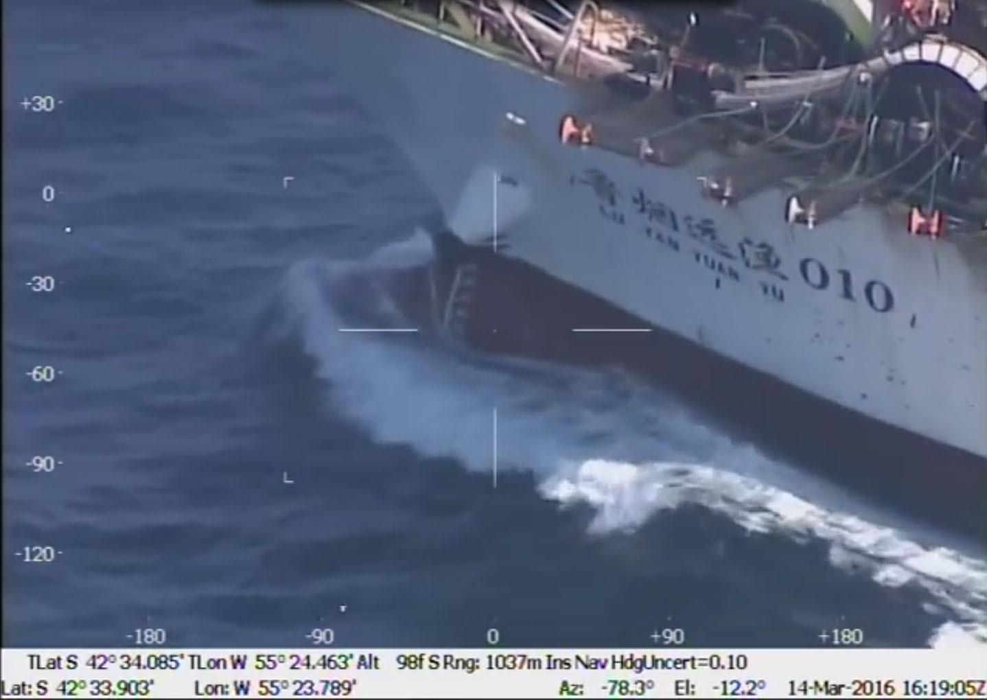 Az argentinok kilőttek egy kínai hajót az Atlanti-óceánon