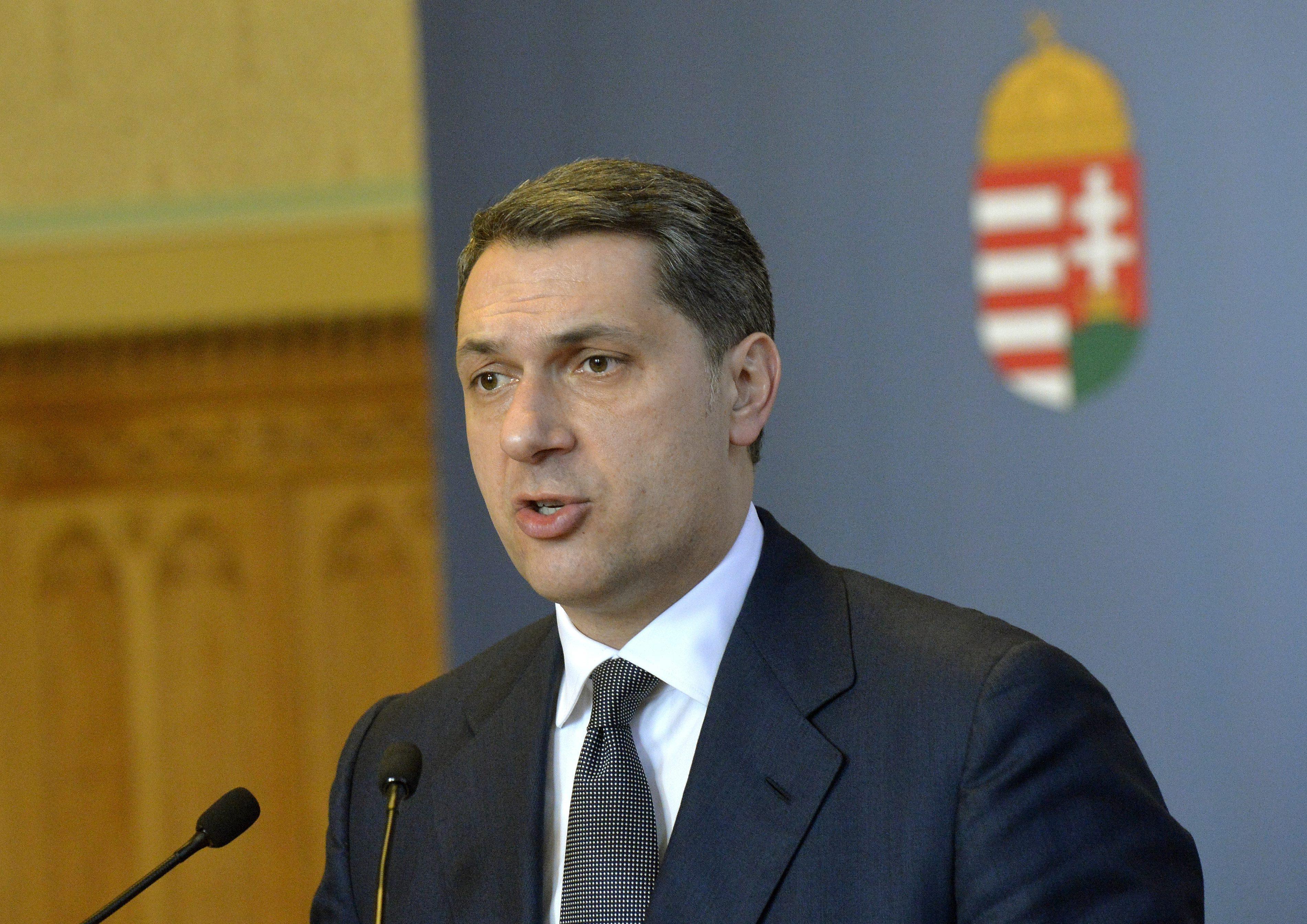 Lázár szerint Orbán nem is igazán akarna a Budai Várba költözni, csak nincs nagyon más választása