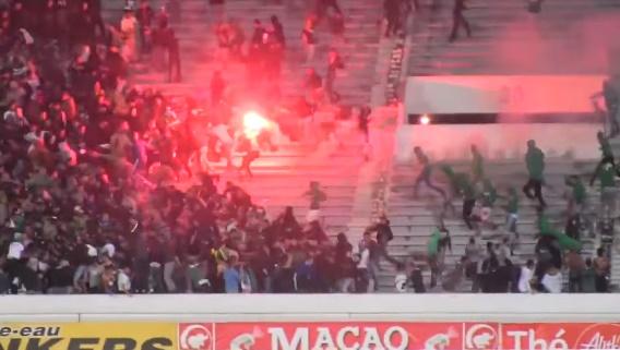 Görögtűzzel estek egymásnak a szurkolók egy marokkói stadionban