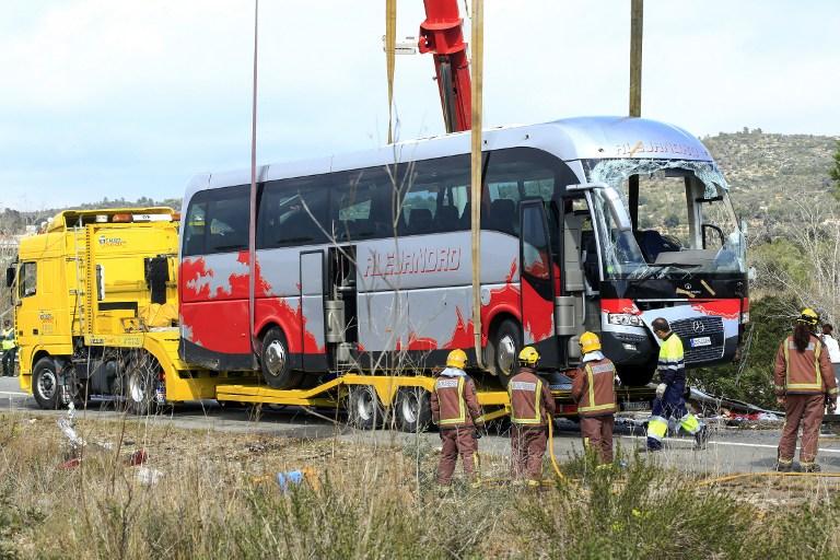 Tizenhárom egyetemista halt meg egy spanyolországi buszbalesetben